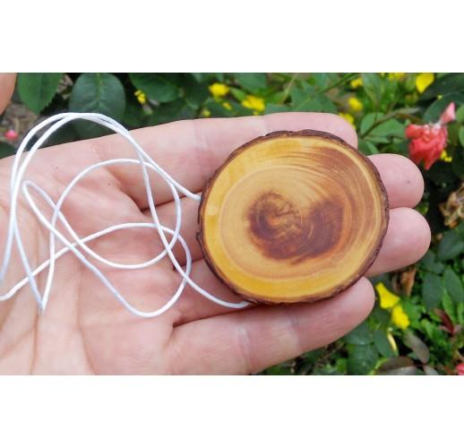 Cedar pendant on a thread (XL)